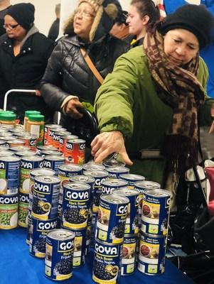 Goya Foods observa la Semana Santa con Su Eminencia el Cardenal Timothy Dolan y hace una donación anual de 300,000 libras de alimentos a Caridades Catolicas de Nueva York (PRNewsfoto/Goya Foods)