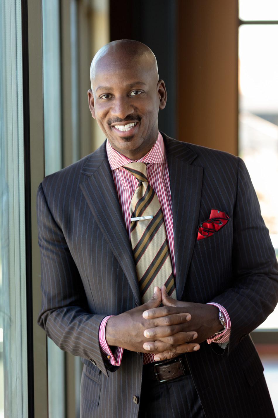 Irvin Bishop, Jr., vice-presidente-executivo de planejamento digital e estratégico da Young Living Essential Oils (PRNewsfoto/Young Living Essential Oils)