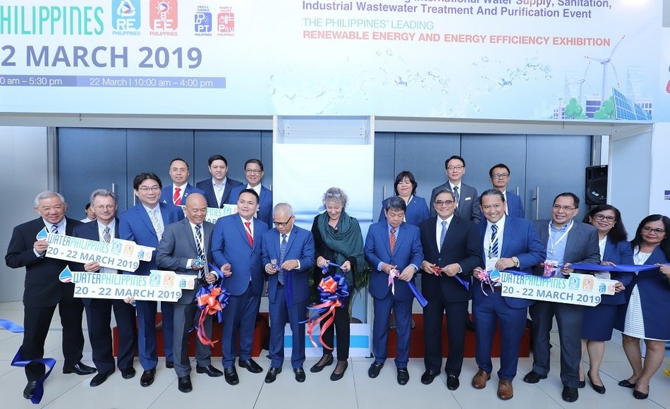 Ms. Eliane van Doorn- Business Development Director of UBM (7th to the right) led the ribbon-cutting ceremony of Water Philippines 2019 and RE EE Philippines 2019. Also present are Dato Teo Yen Hua-Advisor of UBM Water Series (1st to the right); Prof. Christoph Menke-Advisor of UBM Energy Series (2nd); Mr. Erel Narida-President of REAP (4th); Atty. Vicente Joyas-President of PWWA (6th); and Mr. Alexander Ablaza-President of PE2 (11th).