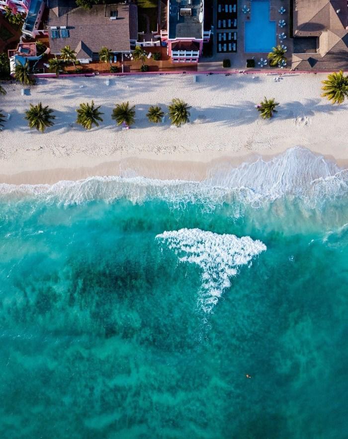 A beach (CNW Group/Air Canada)