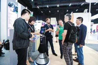 Cheetah Mobile's 'Big Boss' Robot Shows Off New AI Retail Possibilities at Hong Kong Electronics Fair