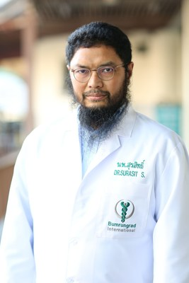 Dr. Surasit Issarachai, an Oncology Specialist at Horizon Regional Cancer Center, Bumrungrad International Hospital