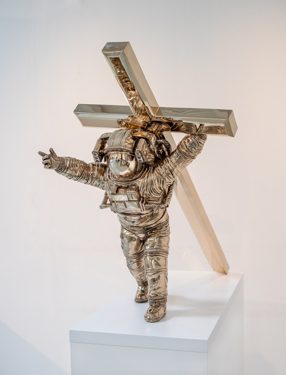 Joseph Klibansky: Leap of Faith, 2019.  Painted and polished bronze (60 cm) - Limited Edition of 20