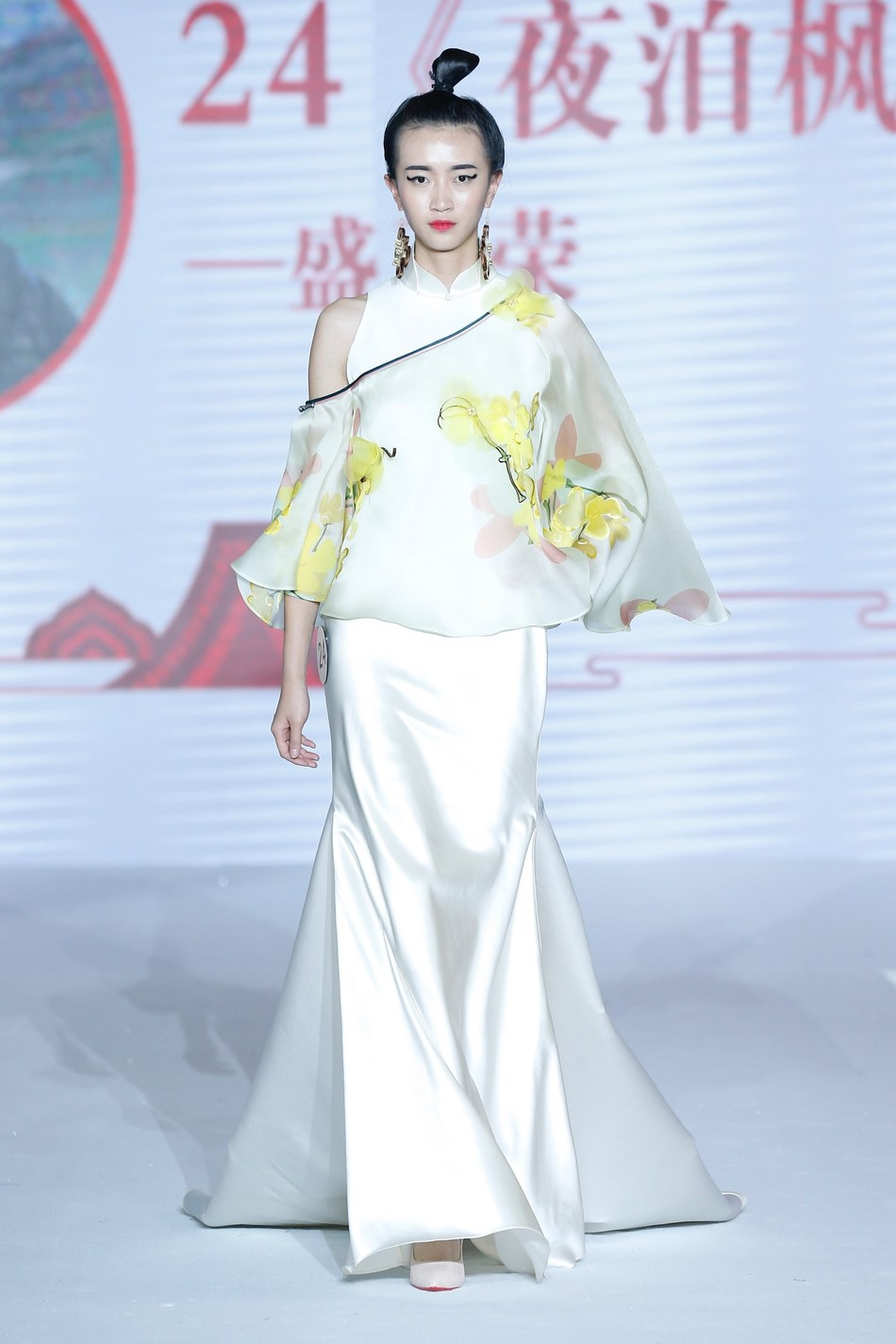 "Gold-winning work ""Nocturnal berthing at the Fengqiao Bridge"" from Suzhou independent designer Sheng Yarong"