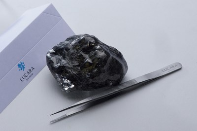 The 1,758 carat diamond recovered from the Karowe mine. (CNW Group/Lucara Diamond Corp.)