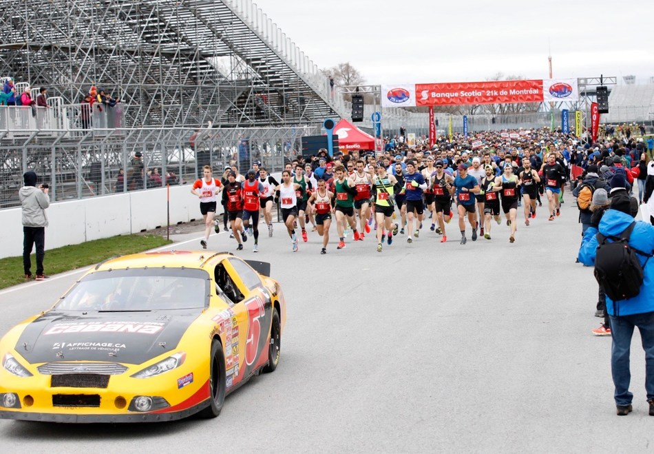 The 17th annual Banque Scotia 21k de Montréal was a big success with over 7,000 people taking part and raising a record breaking $1.5 million raised for 80 local charities as part of the Scotiabank Charity Challenge.   Credit: Inge Johnson (CNW Group/Scotiabank)