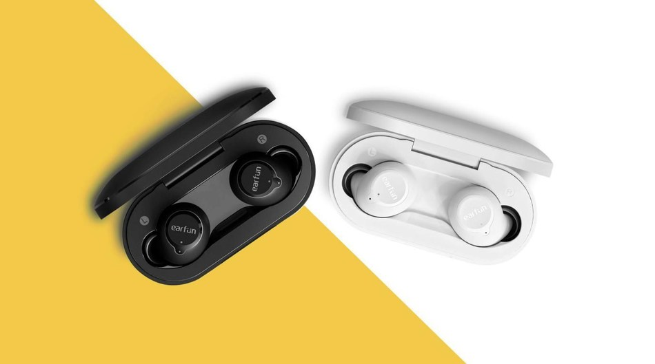 This picture shows EarFun's newest product - True Wireless Earbuds-EarFun Free. On the yellow and white background, there are two opened True Wireless Earbuds' charging cases, black and white, each with two earbuds, and the logo