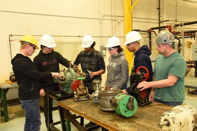 Students from Durham College's new Boilermaker Pre-Apprenticeship Program. (CNW Group/Ontario Power Generation Inc.)