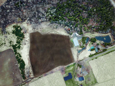 Aerial footage of the Aleafia Health Outdoor Grow. The Cultivation site area extends to the left of the frame. (CNW Group/Aleafia Health Inc.)