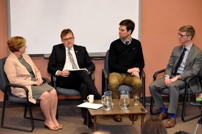 Le ministre Wilkinson discute des effets des changements climatiques sur la pêche au sud-ouest du Nouveau-Brunswick (Groupe CNW/Pêches et Océans Canada, Région des Maritimes)