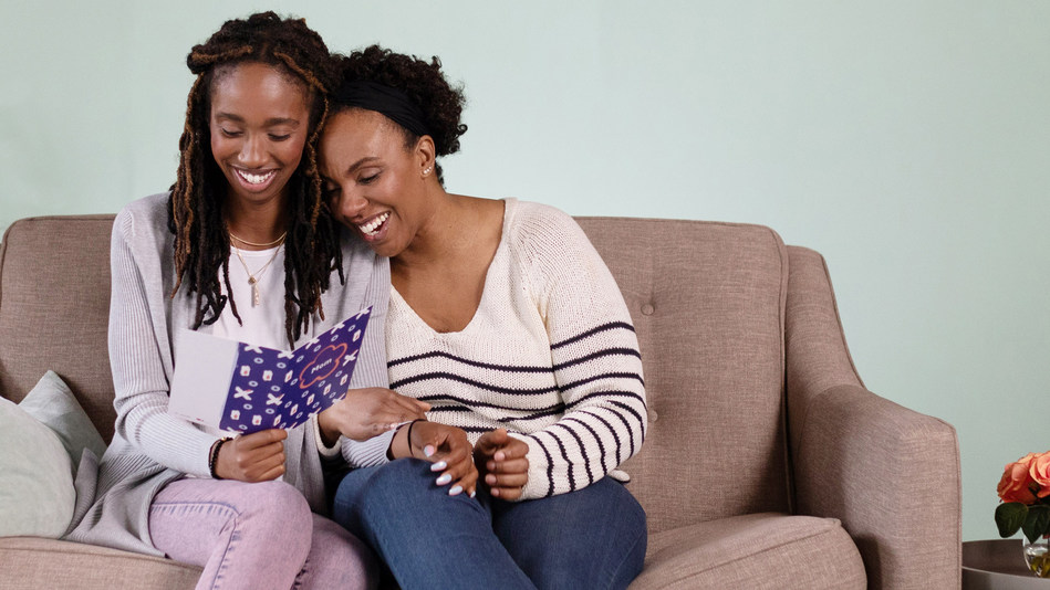Heart & Stroke and Manulife launch Mother's Day campaign with e-cards that raise funds for women's heart and brain health. (CNW Group/Heart and Stroke Foundation)