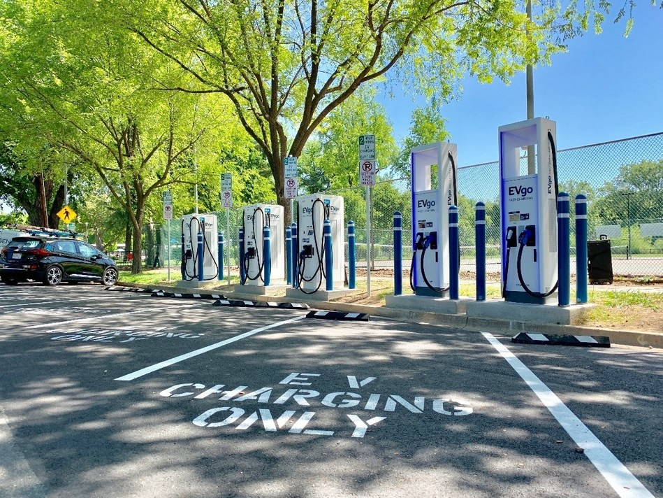EVgo's curbside high-powered charging plaza at Southside Park in Sacramento, CA; Credit: EVgo