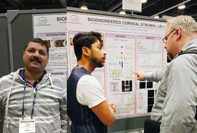 Dr. Singh and Dr. Bhowmick presenting at the ARVO-2019 Annual Meeting (PRNewsfoto/Pandorum Technologies Pvt. Ltd.)