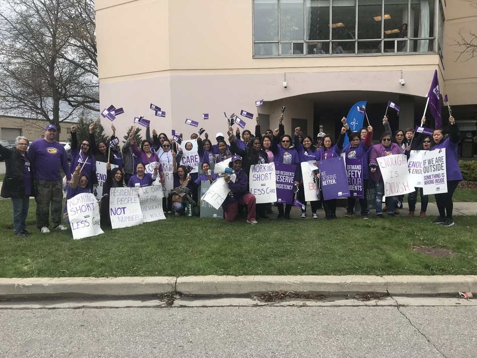 Almost 50 healthcare workers rallying at a Revera Leaside Retirement Home in Toronto (CNW Group/SEIU Healthcare)