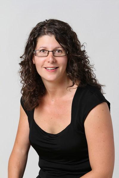 Mylène Moisan, winner of the 2018 Prix En-Tête pour le reportage en santé mentale au travail (CNW Group/Canadian Journalism Forum on Violence and Trauma)