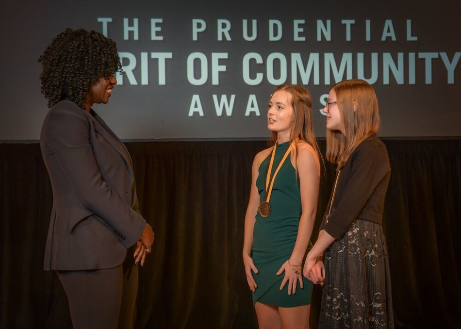 Award-winning actress Viola Davis congratulates Caragan Olles, 16, of De Pere (center) and Eloise Massee, 13, of Green Bay (right) on being named Wisconsin's top two youth volunteers for 2019 by The Prudential Spirit of Community Awards. Caragan and Eloise were honored at a ceremony on Sunday, May 5 at the Smithsonian's National Museum of Natural History, where they each received a $1,000 award.