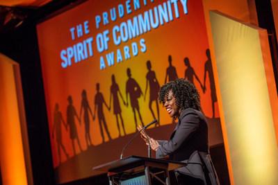 La galardonada actriz Viola Davis felicita a los principales jóvenes voluntarios de los Estados Unidos en la 24a. edición anual de los Prudential Spirit of Community Awards. Los homenajeados estatales de 2019 fueron distinguidos en una ceremonia celebrada el domingo, 5 de mayo en el Museo Nacional de Historia Natural del Smithsonian.