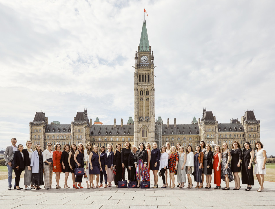 Beautycounter Consultants from across Canada meet with Members of Parliament in Ottawa to lobby for stricter regulation of personal-care products and support Canadian Environmental Protection Act reform. (CNW Group/Beautycounter)
