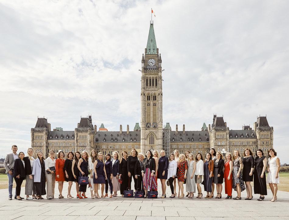 Des consultantes de Beautycounter d'un peu partout au Canada ont rencontré les députés au Parlement à Ottawa pour revendiquer une réglementation plus stricte des produits de soins personnels et appuyer la réforme de la Loi canadienne sur la protection de l'environnement. (Groupe CNW/Beautycounter)