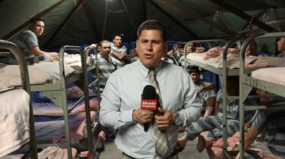 Mario Guevara, reportero principal de MundoHispánico, en una cobertura en Arizona. Imagen de Miguel Martínez, MundoHispanico.com.