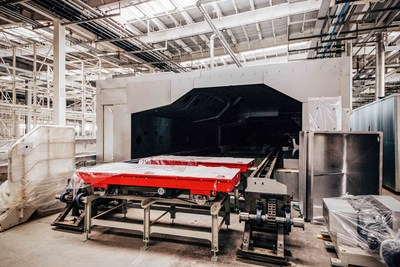 The paint shop uses cutting-edge painting technologies such as the transverse Eco-Incure oven technology – a first in China.