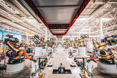 The welding shop incorporates 335 welding robots supplied by leading manufacturing equipment provider KUKA with an automation rate of 99 percent.