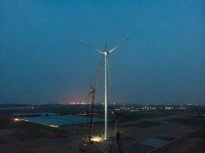 XCMG estabelece novo recorde mundial com o XCA1600 que instalou o mais alto impulsionador em parque eólico.