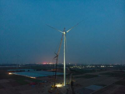 XCMG establece un nuevo récord mundial con una XCA1600 que instala la hélice a mayor altura en una granja eólica.