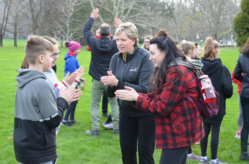 Kathy Lerette, SVP Business Transformation, Alectra Utilities, meeting youth enrolled in the Outward Bound program. (CNW Group/Alectra Utilities Corporation)