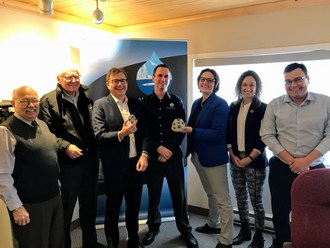 Minister Wilkinson and MP Casey talk coastal restoration plans with the Confederacy of Mainland Mi'kmaq (CNW Group/Fisheries and Oceans Canada, Maritimes Region)
