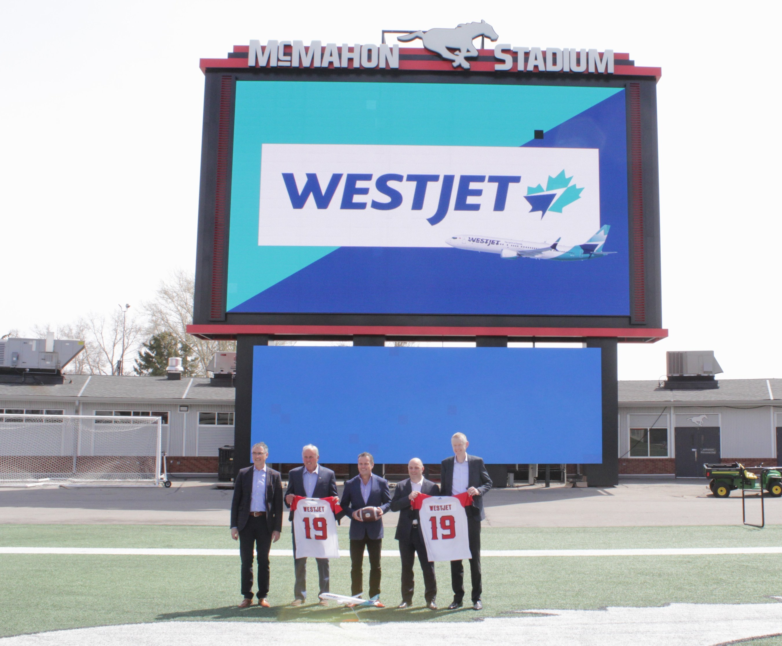 WestJet and the Calgary Stampeders celebrate new partnership in Calgary (CNW Group/WESTJET, an Alberta Partnership)