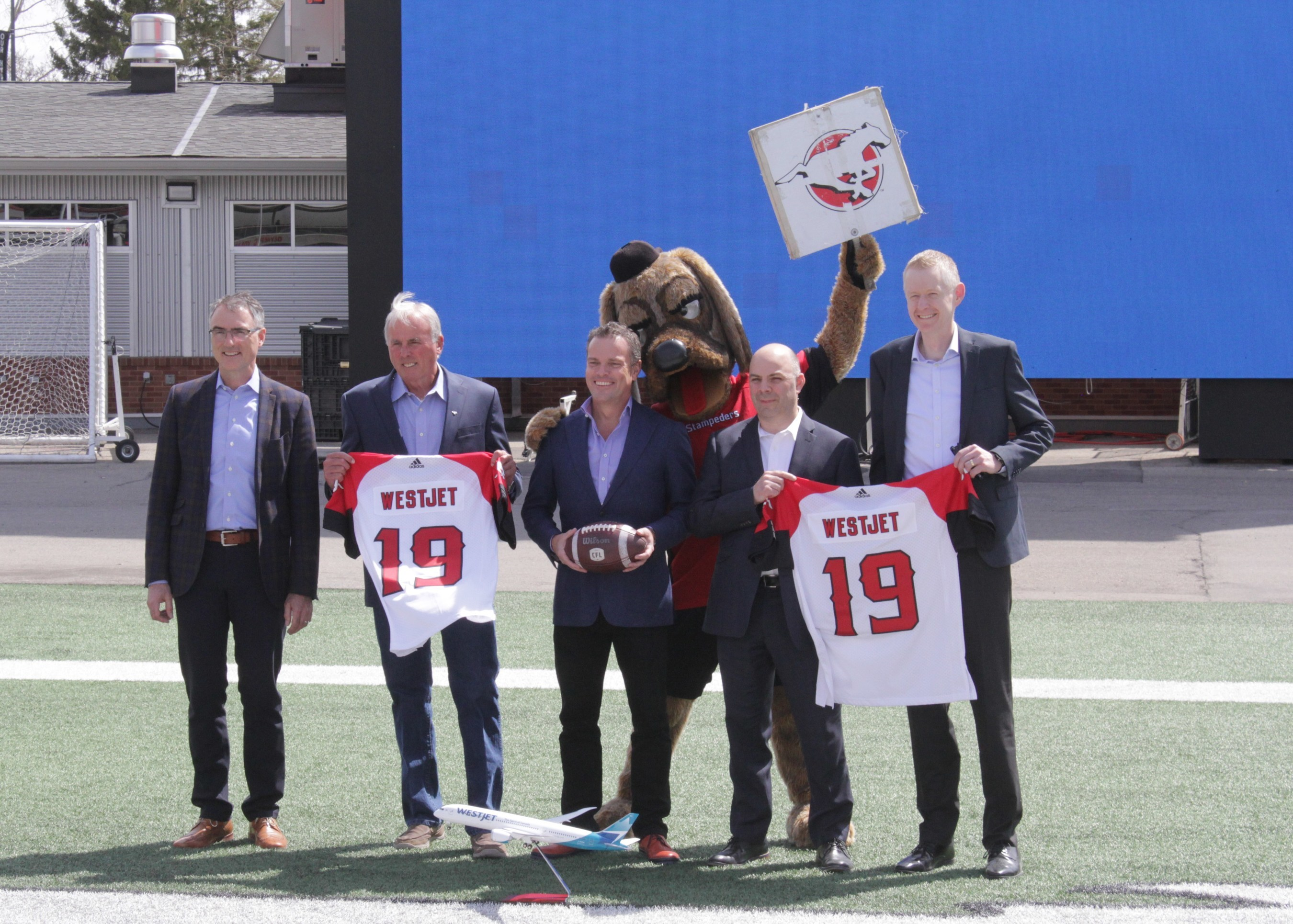 WestJet and Calgary Stampeders at McMahon Stadium (CNW Group/WESTJET, an Alberta Partnership)