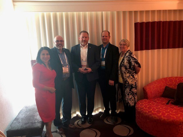 RECOM Presents Digi-Key with their 2018 Distributor of the Year Award