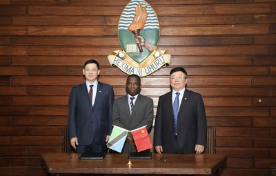 Kweichow Moutai Group deputy party secretary Wang Yan (left), Kweichow Moutai Group party committee member and deputy general manager Yang Jianjun (right) and UDSM vice-chancellor Prof. William Anangisye at the MOU signing ceremony