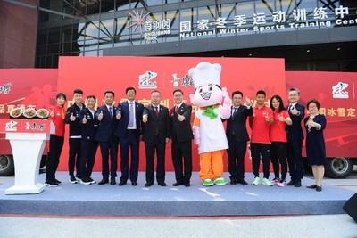 Cérémonie de réception des produits personnalisés, pour les athlètes chinois de sports d'hiver (PRNewsfoto/Master Kong)