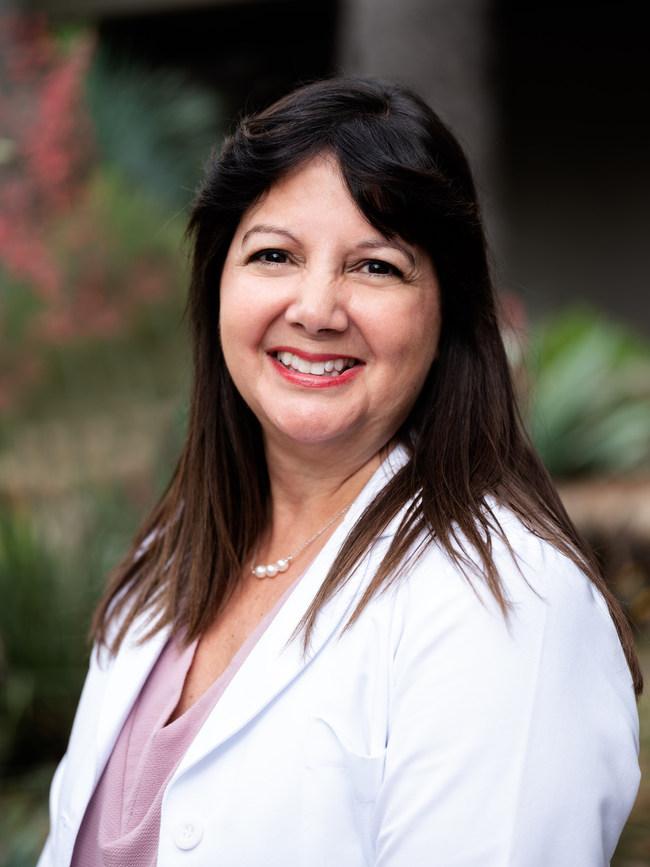 Dr. Roxana Rhodes