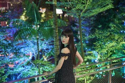 Japanese model and creator Emi Suzuki explores S E N S E at the exclusive launch event held at SHISEIDO FOREST VALLEY.