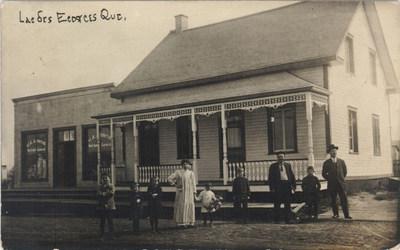 Lac des Écorces, Qué., carte postale, [Québec (province)], entre 1905 et 1915. Collections de Bibliothèque et Archives nationales du Québec. (Groupe CNW/Bibliothèque et Archives nationales du Québec)