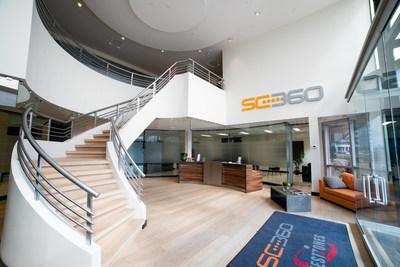 Hall d'entrée du locataire principal, SC 360, au 2425 boul. Pitfield à Ville Saint-Laurent, Montréal (Groupe CNW/Fonds de placement immobilier BTB)
