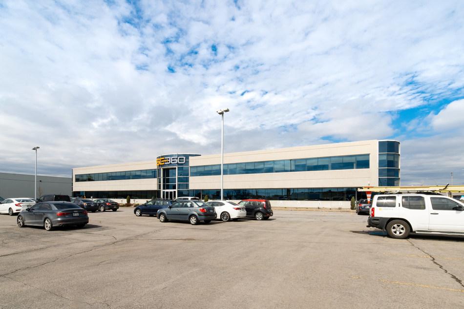 Front entrance of 2425 Pitfield Boulevard, Saint-Laurent, Montréal (CNW Group/BTB Real Estate Investment Trust)