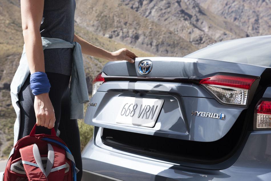 2020 Toyota Corolla Hybrid (CNW Group/Toyota Canada Inc.)