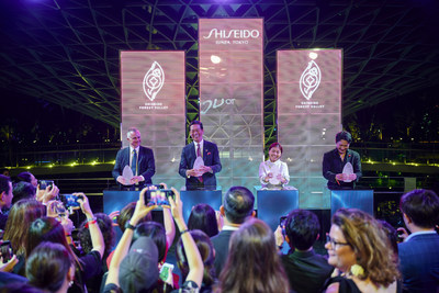 Officially marking the launch of the S E N S E art installation at SHISEIDO FOREST VALLEY: From L to R, Shiseido Travel Retail President & CEO Philippe Lesné, Shiseido Group President & CEO Masahiko Uotani, Jewel Changi Airport Development CEO Hung Jean, and SHISEIDO Chief Brand Officer Yoshiaki Okabe.