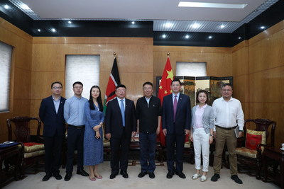 Chinese Ambassador to Kenya Wu Peng meets with some members of the Cultural Moutai·Colorful Guizhou delegation in Nairobi