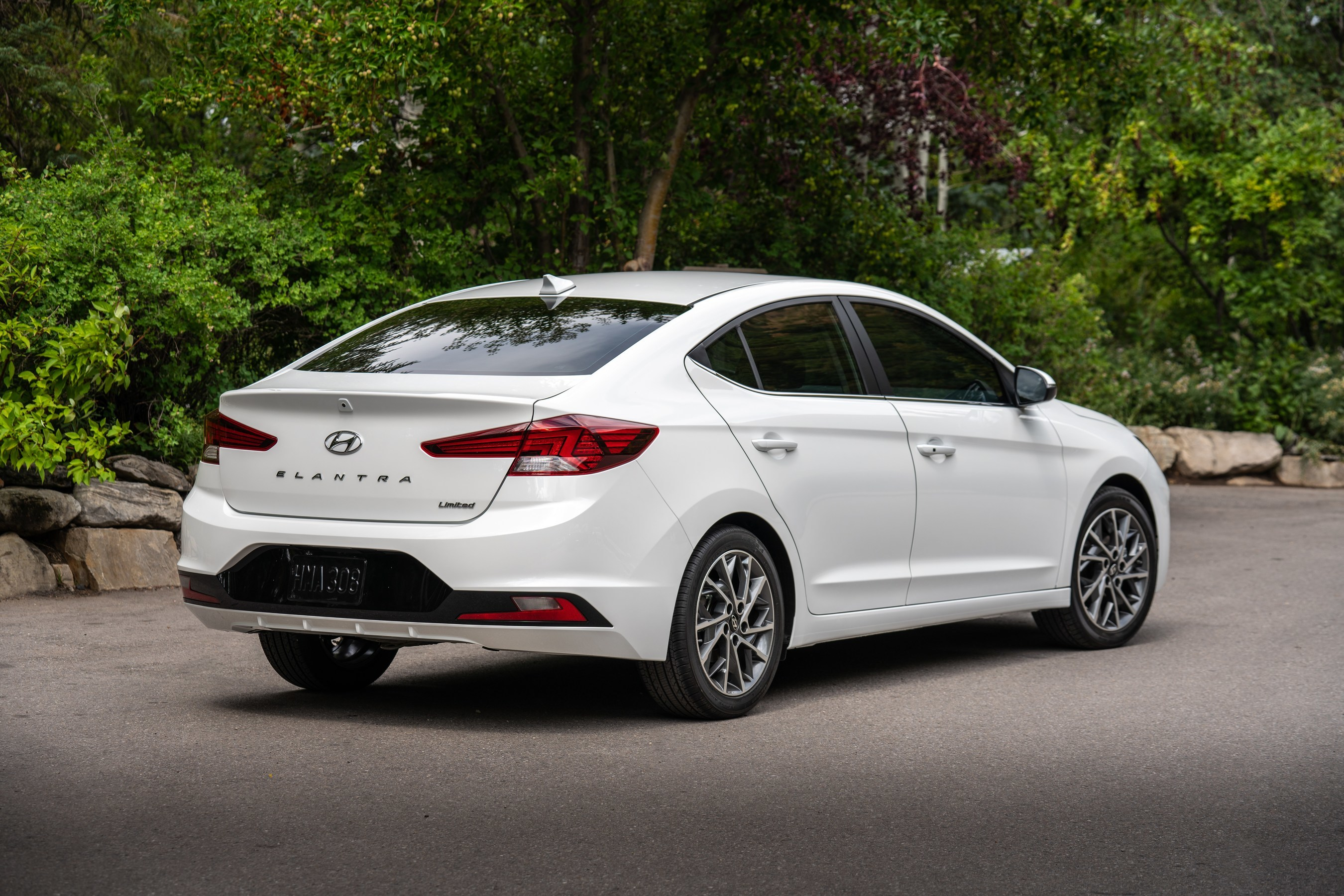 2020 Hyundai Elantra Improves Fuel Economy and Safety