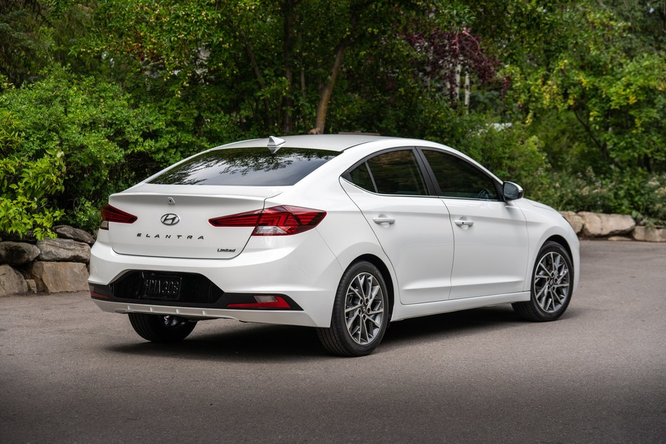 2020 Hyundai Elantra Improves Fuel Economy and Safety