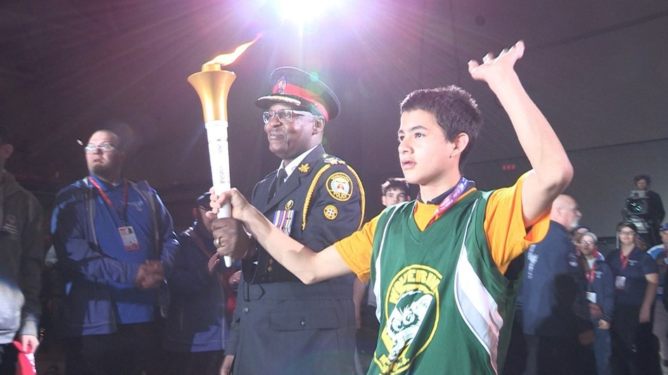 Student-athlete Patrick Carstens and Toronto Police Chief, Mark Saunders, Honourary Games Chair carry Special Olympics Flame of Hope to signal the opening of the first-ever Special Olympics Ontario Invitational Youth Games, Toronto May 14-17. (CNW Group/Special Olympics Ontario)