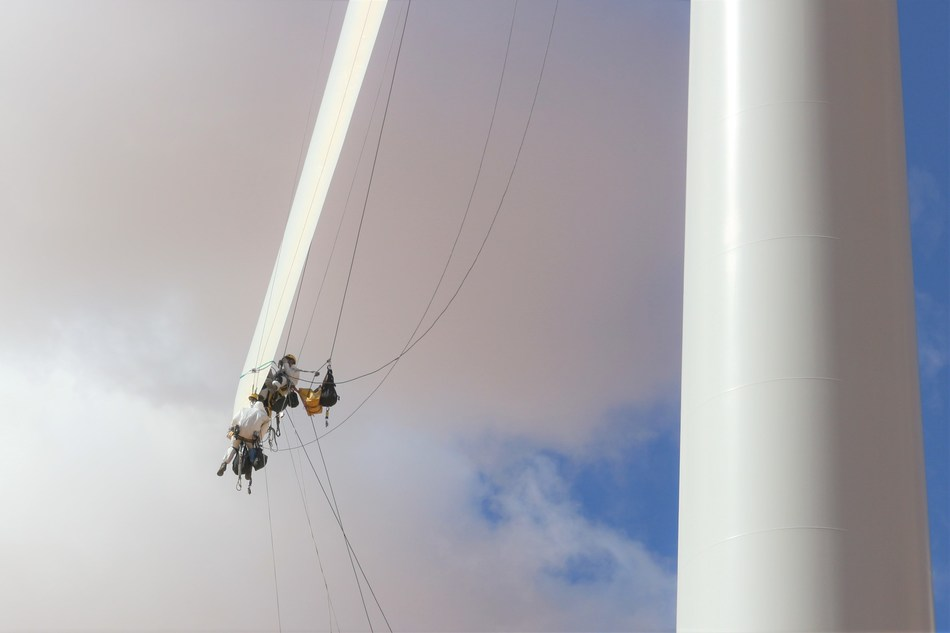 Rope access joins WindCom's blade service lineup starting in June 2019.