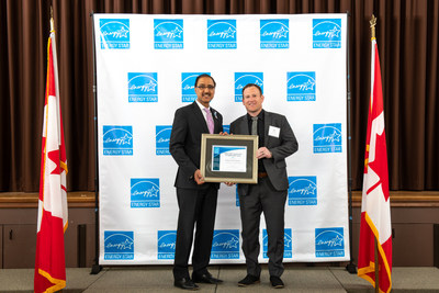 The Minister of Natural Resources, Amarjeet Sohi and President of Naikoon Contracting, Joe Geluch (CNW Group/Naikoon Contracting Ltd.)