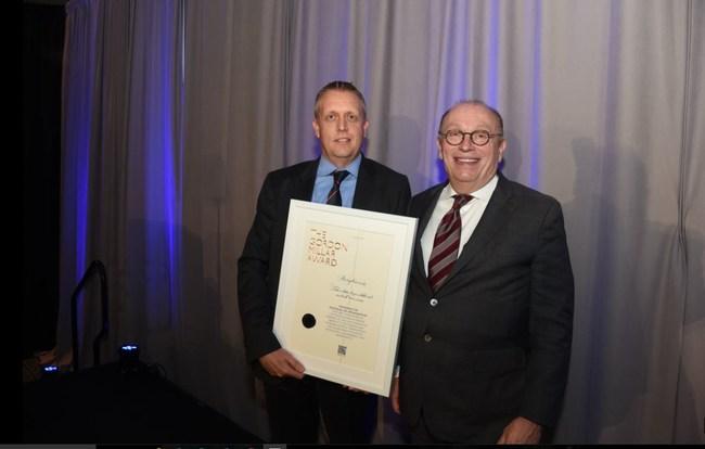 Don Manvel, Chairman and CEO of AVL Americas, presents BorgWarner's Adam Jeffries with The Gordon Millar Award