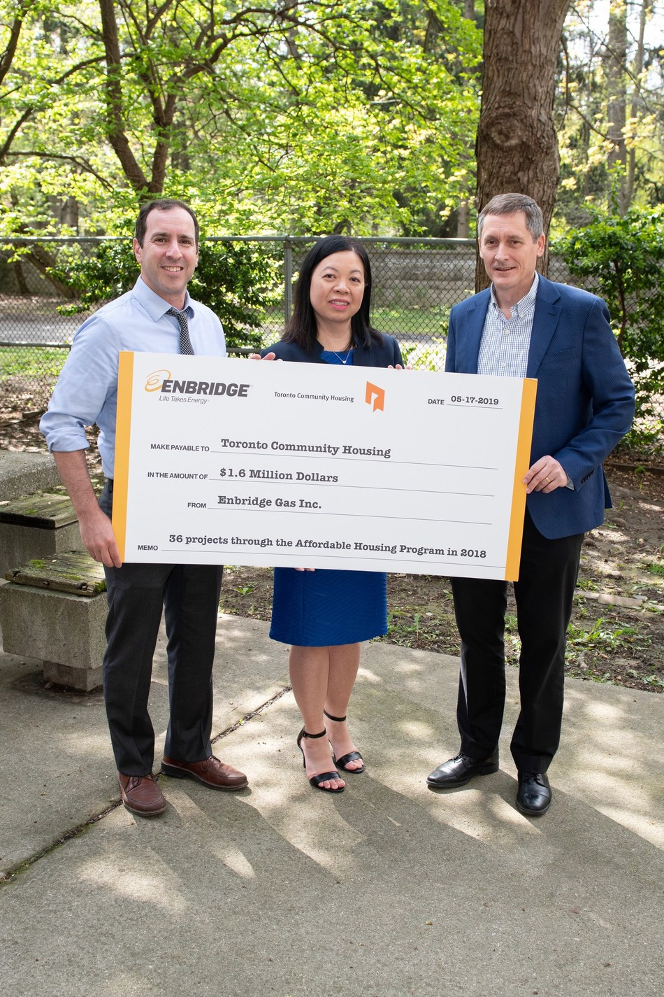 Left to Right: Ward 12 Councillor Josh Matlow, Rose-Ann Lee, Chief Financial Officer of Toronto Community Housing, and Jim Sanders, Senior Vice President, Enbridge Gas, during Enbridge's $1.6 million incentive cheque presentation to Toronto Community Housing for the completion of 36 energy efficiency projects at buildings across Toronto in 2018. (CNW Group/Enbridge Gas Inc.)